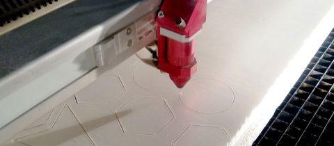 Des machines de découpe performantes pour l'industrie de l'imprimerie