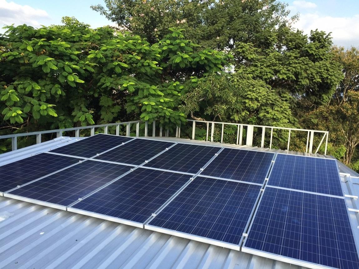 Panneaux solaires sur un toit